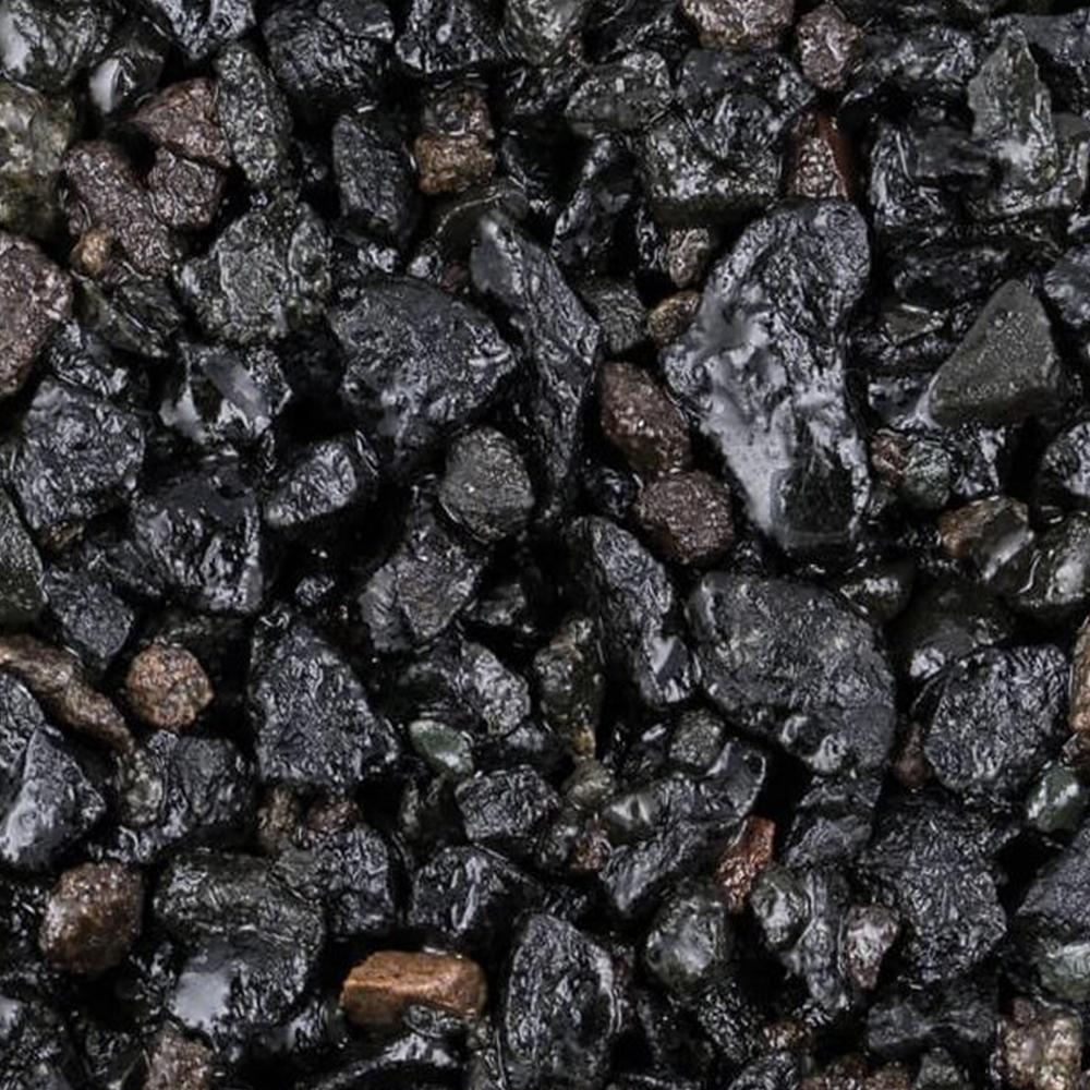 jet-black-resin-bound-aggregate-1000x619square.jpg